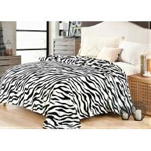 Patura Cocolino pufoasa pentru pat dublu 200 x 230 cm Zebra