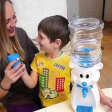 Dozator de apa pentru copii, 2 litri,Ursulet Alb cu papion albastru